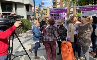 El PP de Torrent homenajea a 50 mujeres pioneras en una exposición en la calle
