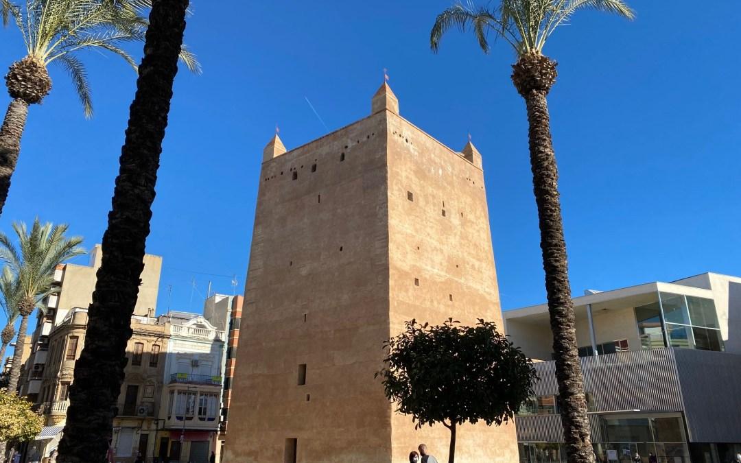 Folgado pregunta por qué la Torre ya no tiene Senyera y se ha retirado el mástil