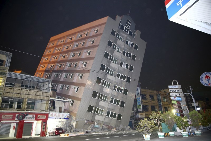 A building is damaged from an earthquake in Tainan, February 6, 2016. REUTERS/Stringer