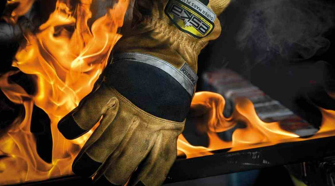 SUPERMARS PLUS has a fire resistant impact protection shell which prevents injuries.