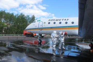 Огнеборцы Кокшетау провели пожарно-тактические учения по тушению условного пожара в местном аэропорту