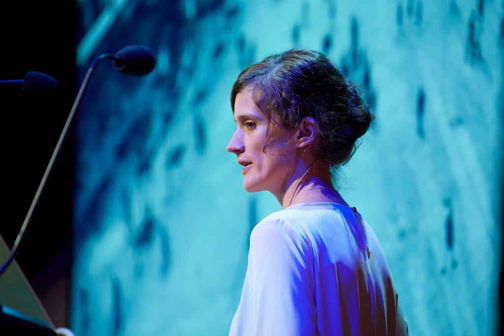 Jennifer Wilton, Die Welt, Open Source 2016 der APG im Schmidt Theater Hamburg am 02.06.2016