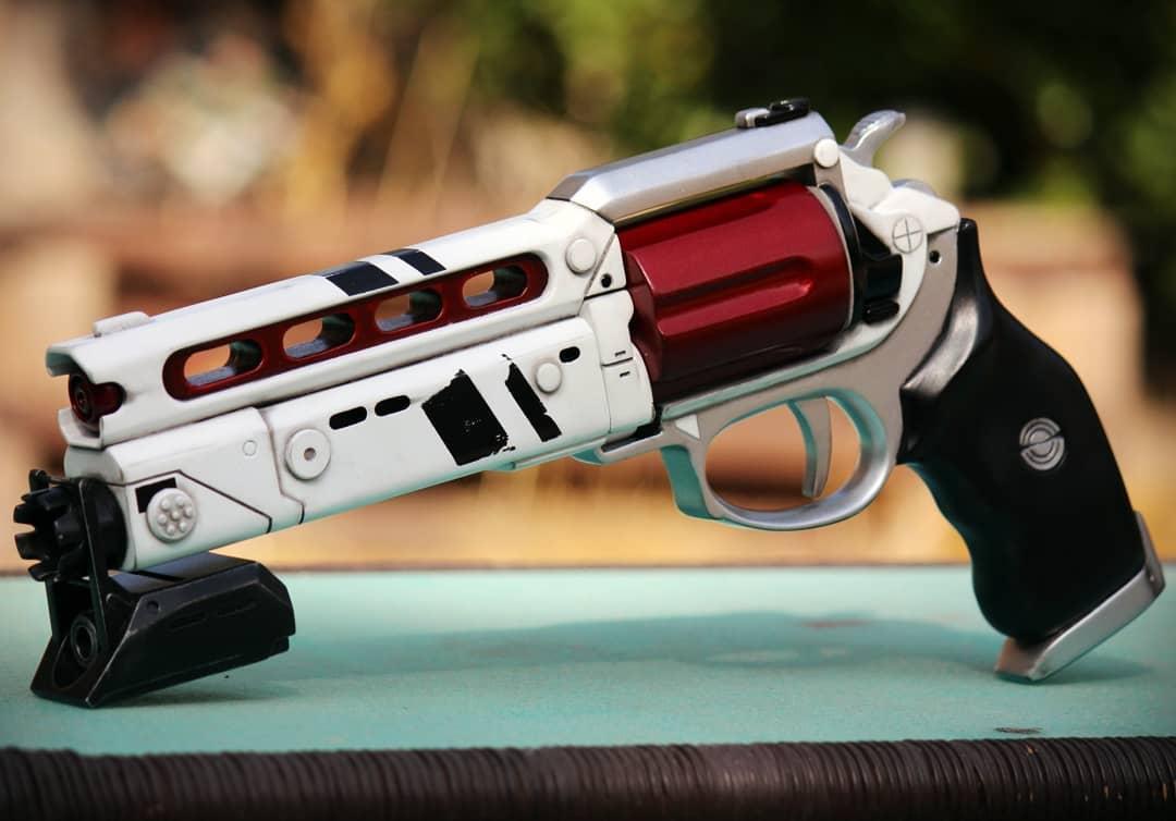 Lunas Howl Revolver