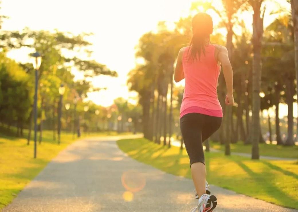 早上跑步還是晚上跑步效果更好?這些跑步減肥迷思你一定要知道 | ELLE HK