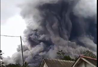 gunung-semeru-kembali-erupsi-luncuran-awan-panas-capai-45-kilometer