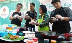 gelar-summer-program-2019-ubaya-kenalkan-kuliner-tradisional-ke-mahasiswa-asing