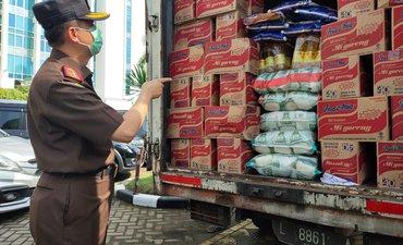 kejati-jatim-beri-bantuan-10-ton-beras-bagi-korban-gempa-di-jatim