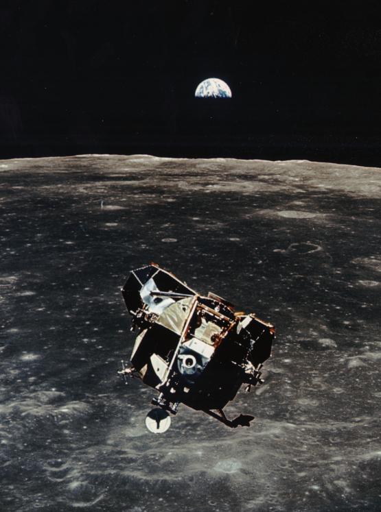 Premier Homme Sur La Lune 1961 : premier, homme, Fois,, L'homme, Marchait, L'ACTU,, Journal, D'actualité, Jeunes,