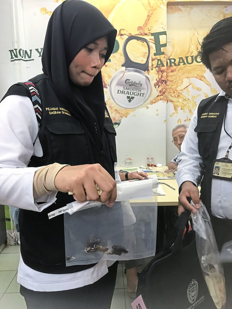 Dead cockroaches found in some premises during the joint inspection by the Selangor Health Department and Hulu Langat District Office.