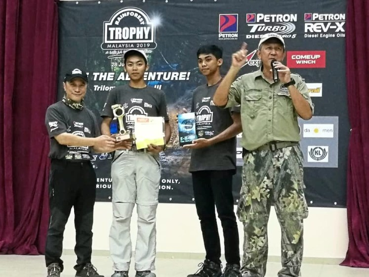 Satren (second from left) and Kevan receiving their prizes from Luis Wee, (left) founder of RFT after the Rainforest Trophy event. On the right is Foo, Rainforest Trophy expedition director. — ALYNA TAI