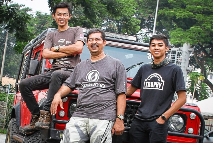 Off-road expedition enthusiasts Rate with his sons Satren (left) and Kevan (right). — MUHAMAD SHAHRIL ROSLI/The Star