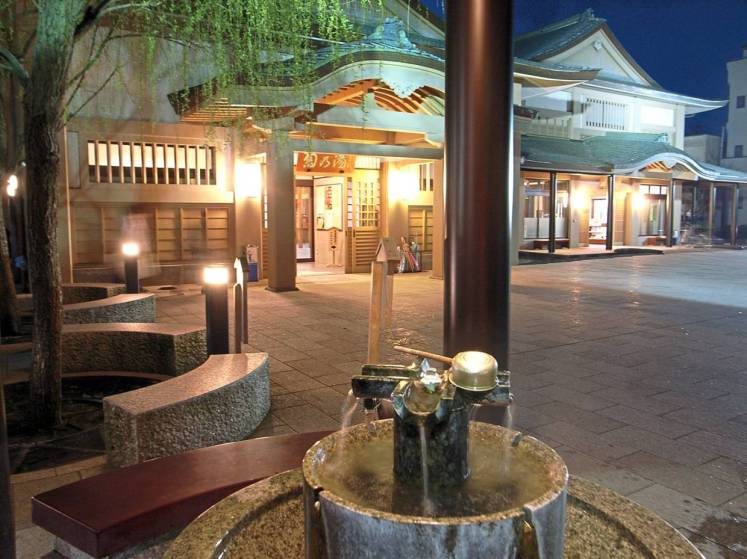 The Kiku-no-Yu public bath in Yamanaka Onsen town can be freely accessed by visitors who wish to soak their feet in refreshing hot spring water. — Kaga City Office