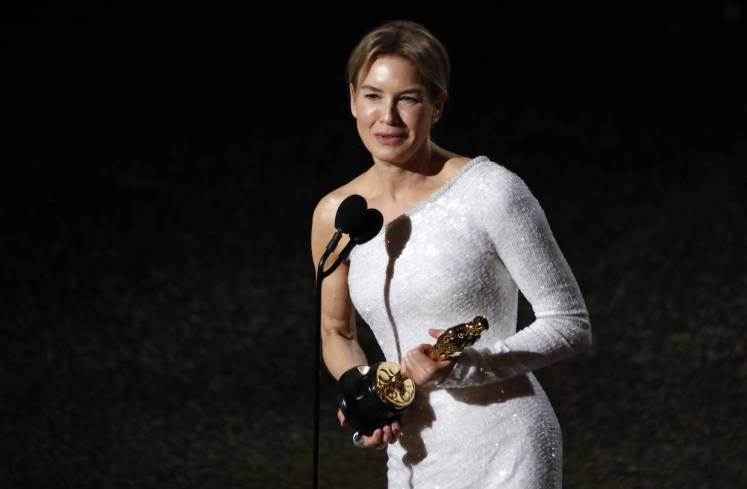 Renee Zellweger accepts the Oscar for Best Actress for