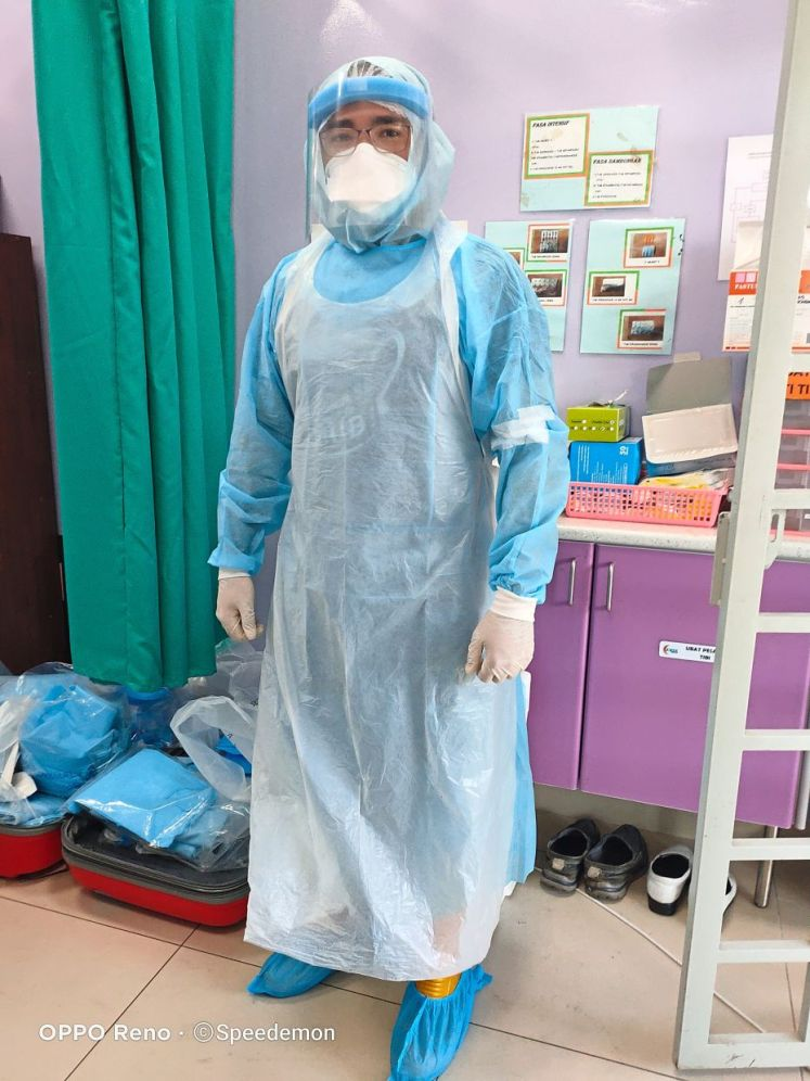 Dr Samir ready to start the day with a 'homemade' protective suit, due to the shortage of proper PPE. — Dr SAMIR IMRAN ASARUDIN