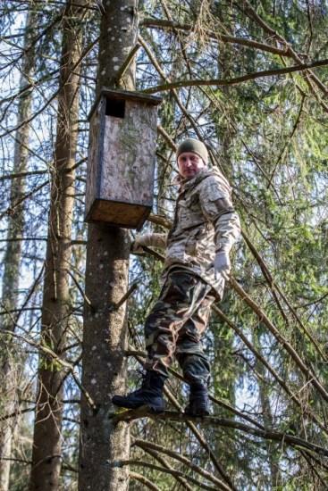 03 Ornitologas Deivis Dementavicius prie peledu ikilo - Giedres Streikauskaites nuotr.