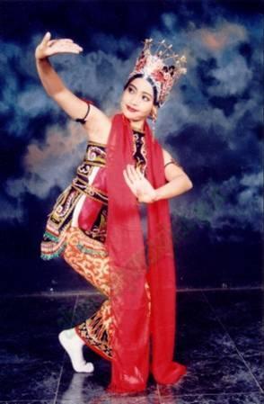 Tari Gandrung Banyuwangi  A p i k e c i l