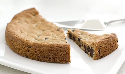 Chocolate Chip Cookie Cake via Pinterest - gift ideas for an 18 year old