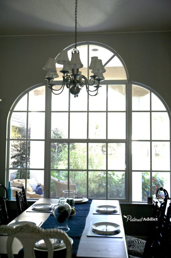 White window frame in dining room
