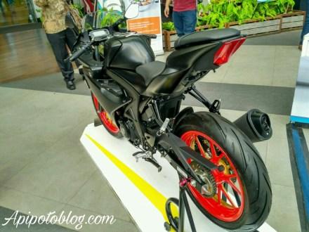 GSX-R150 Black matte velg warna