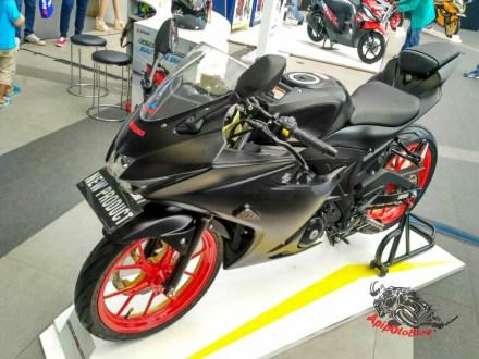 Modifikasi Suzuki GSX R150 Black matte