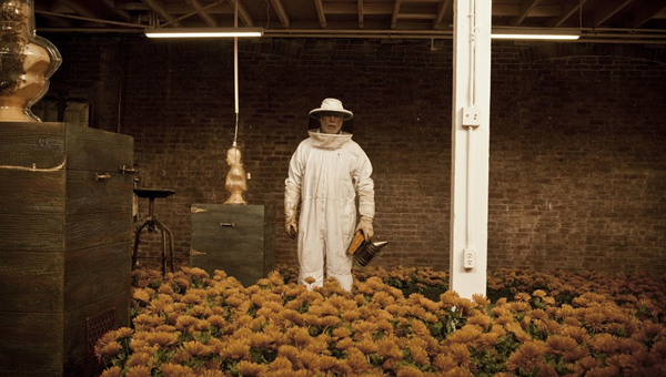Dewar Highlander Honey sculpture
