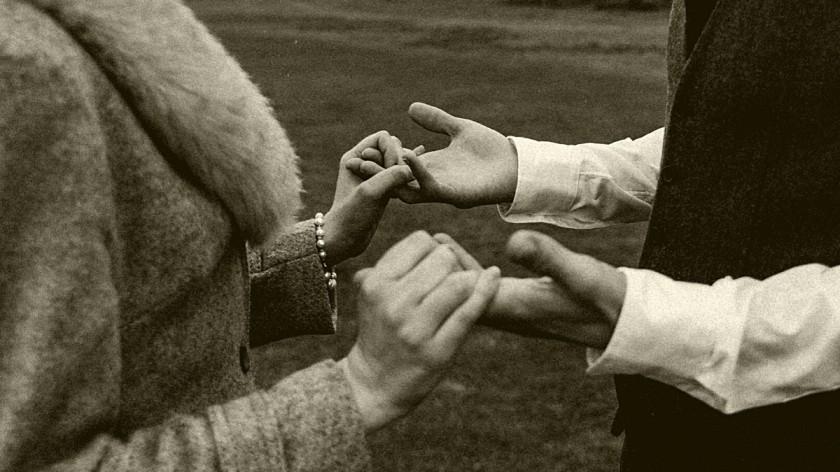 हाक आणि हात दिल्याशिवाय कोणतंही नातं पुन्हा बहरत नाही.