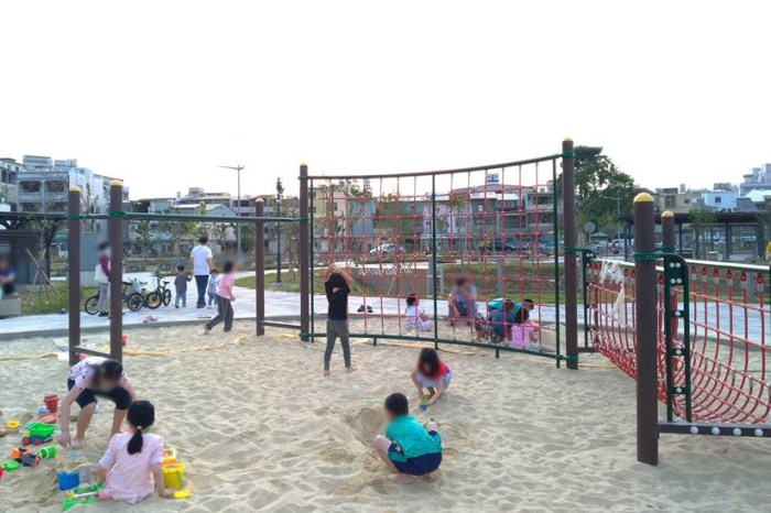 永和巷公園|附設體適能遊戲設施,兒童沙坑,山西路和大連路口,二分埔生態公園旁,北屯新公園