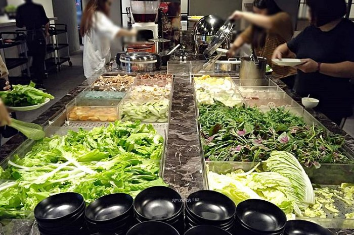 天圓地方職人鍋物。平午鍋物189元起享鮮蔬熟食吃到飽,明治冰淇淋飲料無限暢飲,台中火車站美食,新時代購物中心