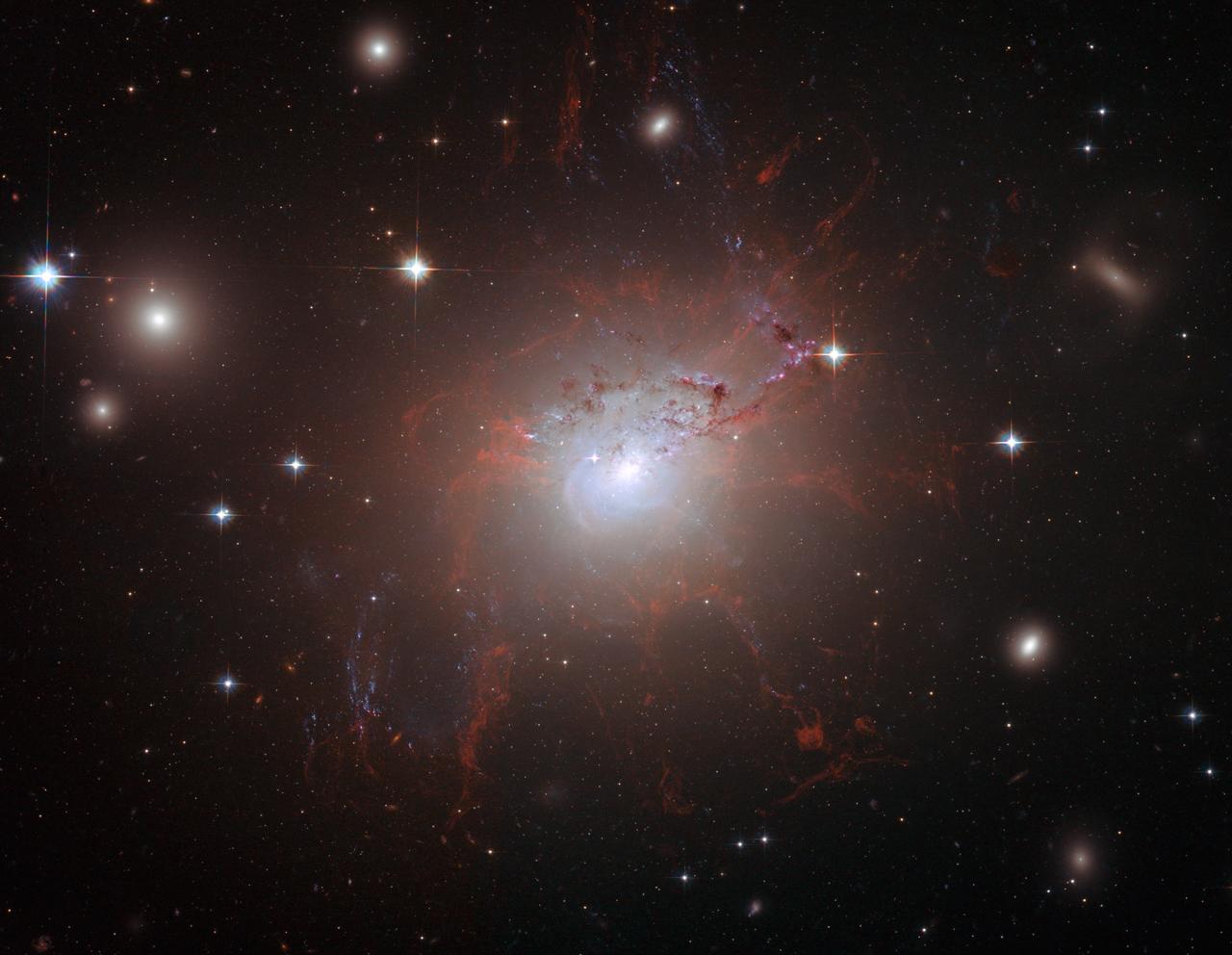 NASA, ESA, Hubble Heritage (STScI/AURA); A. Fabian (IoA, Cambridge U.), L. Frattare (STScI), CXC, G. Taylor, NRAO,VLA