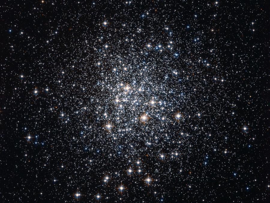 M72: A Globular Cluster of Stars, NASA, ESA, Hubble, HPOW