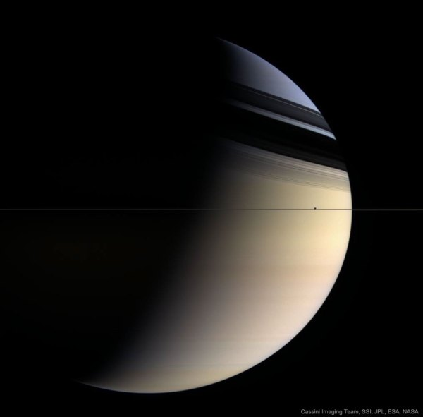 Apod 2017 August 29 - Saturn In Blue And Gold