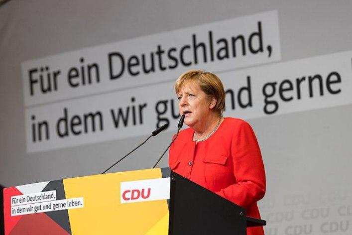 640px-Angela_Merkel_-_2017248171819_2017-09-05_CDU_Wahlkampf_Heidelberg_-_Sven_-_1D_X_MK_II_-_175_-_AK8I4428.jpg