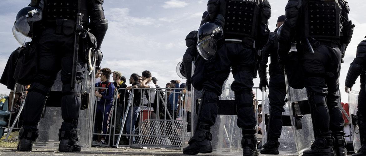 Der Kampf der Militärs gegen die Flüchtlinge   KenFM.de