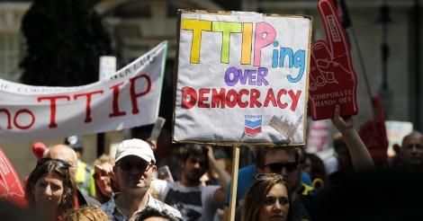 Sommige clausules in vrijhandelsakkoorden bedreigen democratie en rechtssysteem