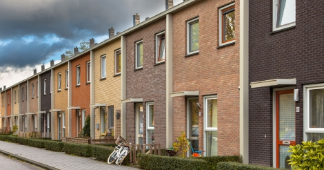 Vlaamse regering verstrengt regels: 3.000 riskeren uit sociale woning gezet te worden