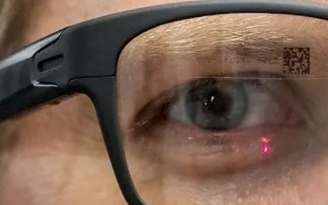 """Intel's New """"Smart Glasses"""" Shoot Laser Beam Directly Into Your Retina"""