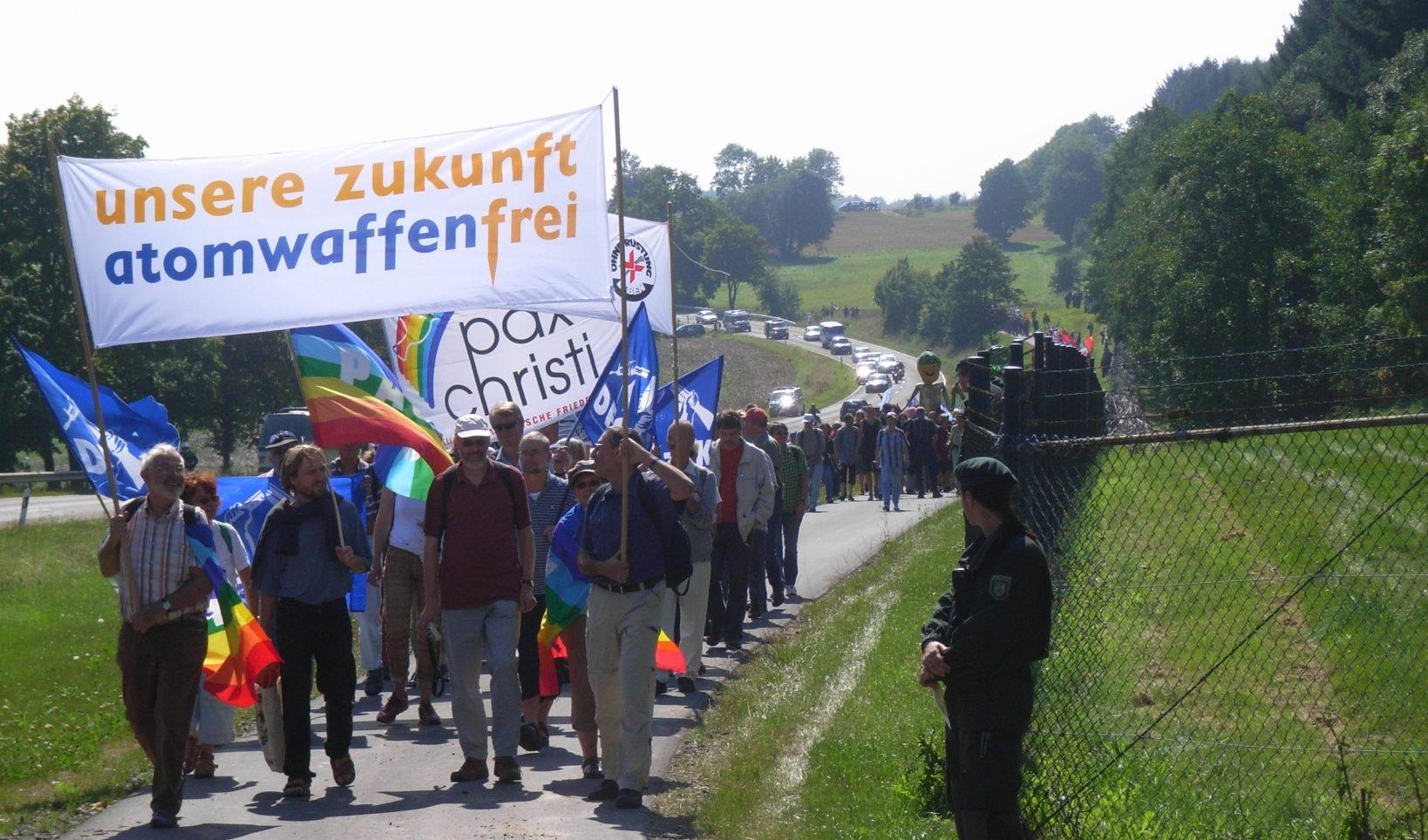 Der Ostermarsch, Aufrüstung, Geopolitik & Vision der Friedensbewegung | Mit Reiner Braun