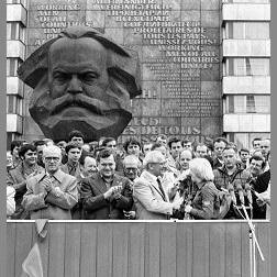 Karl-Marx-Stadt (Chemnitz) de opstand is begonnen! 1989 is terug! – FREESURIYAH