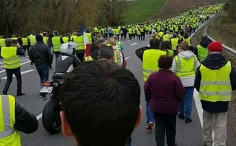 fransen-opnieuw-in-opstand-tegen-macron-8211-de-lange-mars-plus