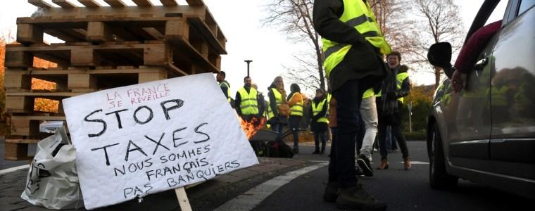 met-gele-hesjes-komt-de-franse-middenstand-in-opstand-tegen-macrons-elitaire-neoliberalisme
