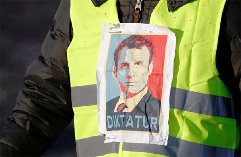 saturday-is-act-four-yellow-vests-face-off-against-89000-macron-army-video