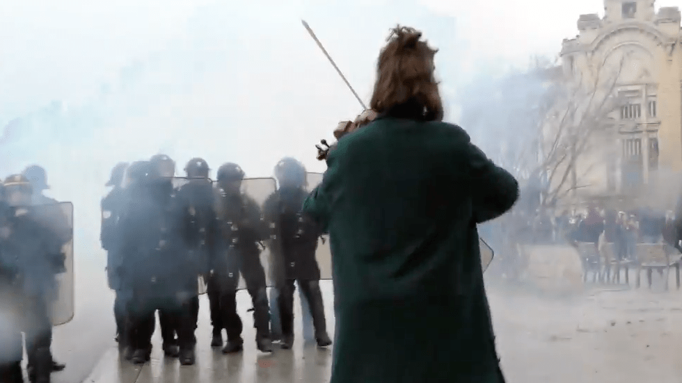 music-in-mayhem-artists-hit-the-streets-with-yellow-vest-protesters-videos