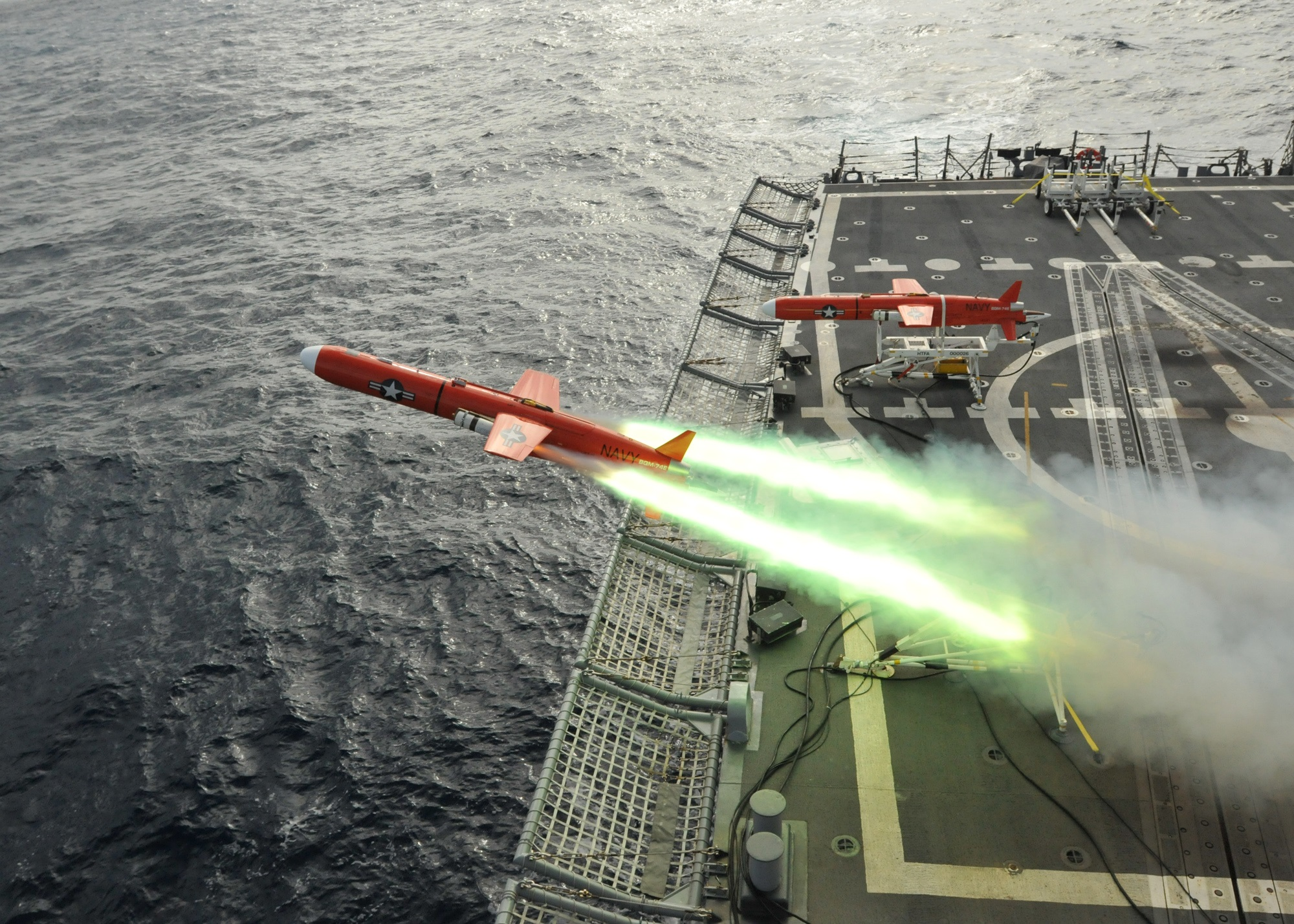 the-navy-wants-swarm-weapons-that-can-do-something-amazing