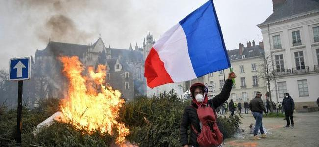france-ablaze-again-yellow-vests-rage-after-founder-arrested-cops-punched-tear-gas-deployed