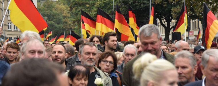 tagesdosis-1812019-8211-die-ausgegrenzten-die-medien-gehen-allzu-freigiebig-mit-dem-begriff-nazi-um-kenfm.de