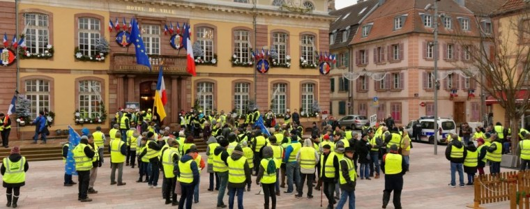 gelbwesten-der-protest-und-die-inszenierte-debatte