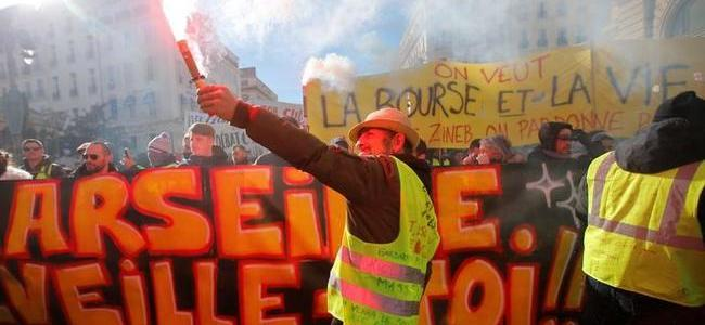 watch-live-yellow-vests-rage-for-11th-straight-week-organizers-plan-night-rallies-human-chain-of-50000