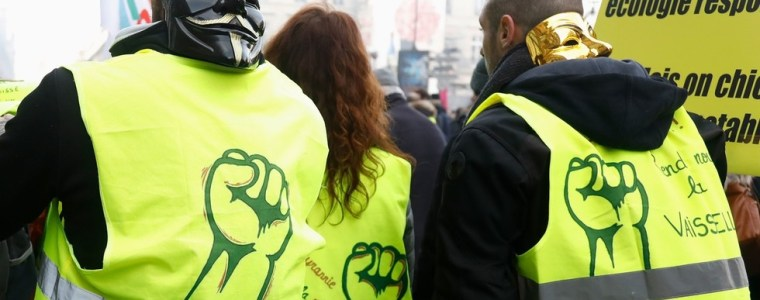 can-a-yellow-vest-leader-declare-himself-president-french-mp-denounces-recognition-of-guaido