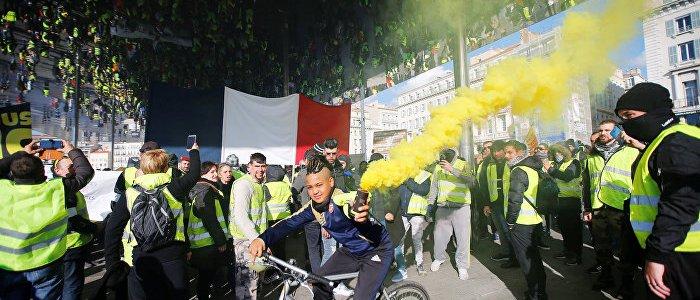 paris-gelbwesten-demonstrieren-fur-die-pressefreiheit