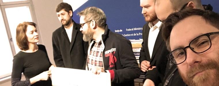 fast-5-millionen-unterschriften-gegen-uploadfilter-an-justizministerin-barley-ubergeben